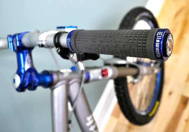 Steve Peat Signature Grips w/ Ellsworth Caps